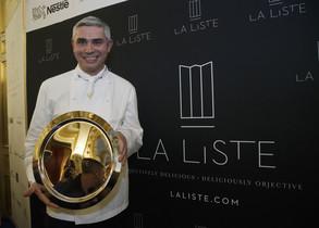 El chef Benoît Violier, el pasado diciembre, con el premio al mejor restaurante del mundo concedido por La Liste.