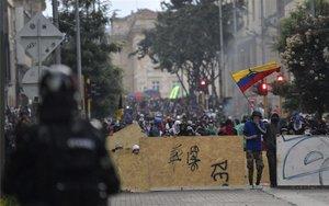Barricadas en las calles de Colombia durante protestas sociales.