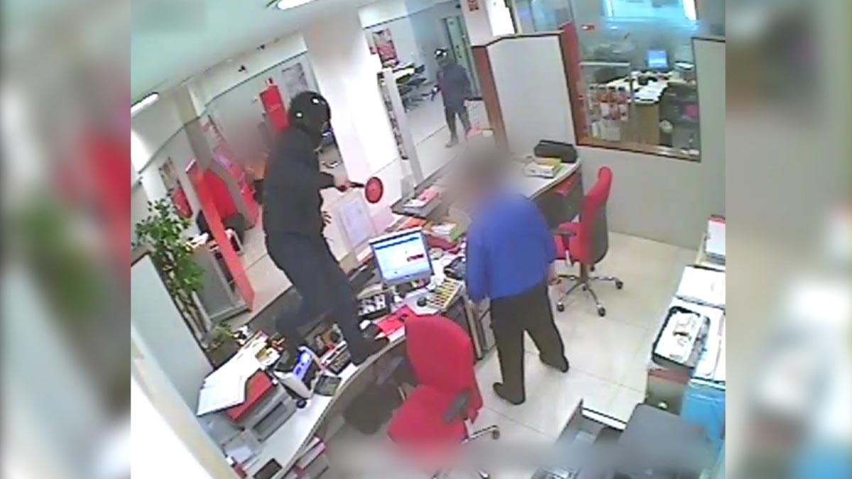 Detenido un experimentado atracador por asaltar cinco bancos en Barcelona.