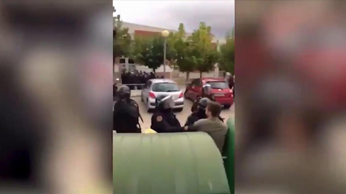 Un detenido por dar una patada a un policía el 1-O