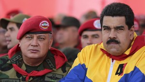El Chavista Diosdado Cabello (izquierda), presidente de la Asamblea Nacional, junto al mandatario venezolano, Nicolás Maduro, en un acto oficial.