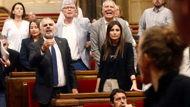 El President del Parlament ha expulsado a Carlos Carrizosa del hemiciclo.