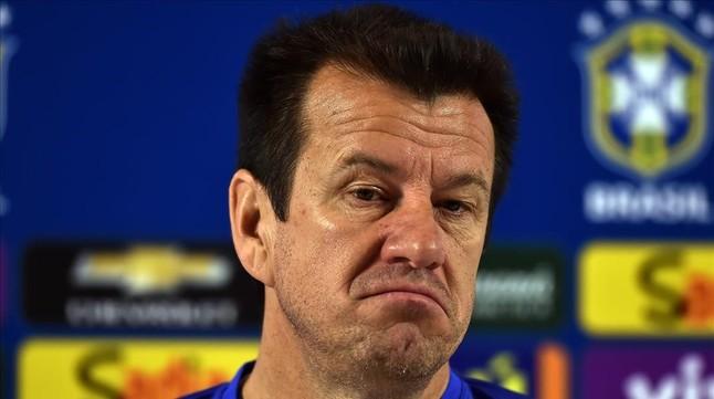 Dunga, cariacontecido tras quedar eliminado ante Perú.