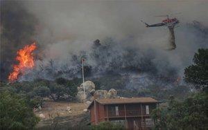 Almenys 31 morts pels incendis als EUA