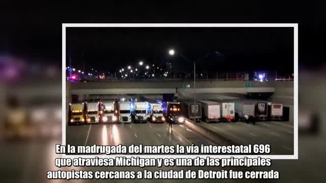 Un home que pretenia llançar-se dun pont va convocar la solidaritat de diversos conductors, que van fer una barrera amb els seus vehicles per poder impedir-ho.