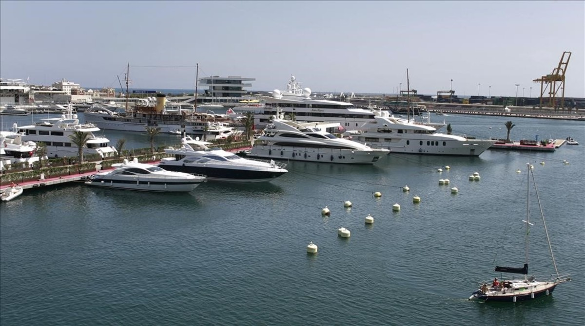 Embarcaciones de lujo en el puerto de València.