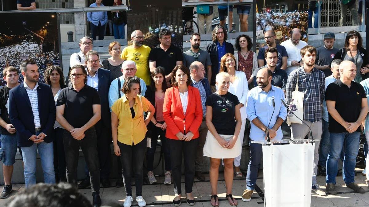 Entidades independentistas, en el acto de La Sedeta, este martes.
