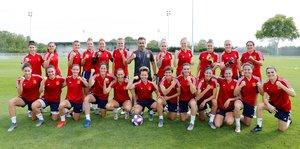 Las jugadoras españolas y el técnico, Jorge Vilda, en una foto distribuida el domingo por la federación española.