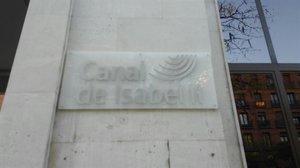 La fachada de la sede de Canal Isabel II.