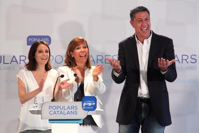 García Albiol, junto a la presidenta del PPC, Alicia Sánchez-Camacho, y la número dos de la candidatura para el 27-S, Andrea Levy.