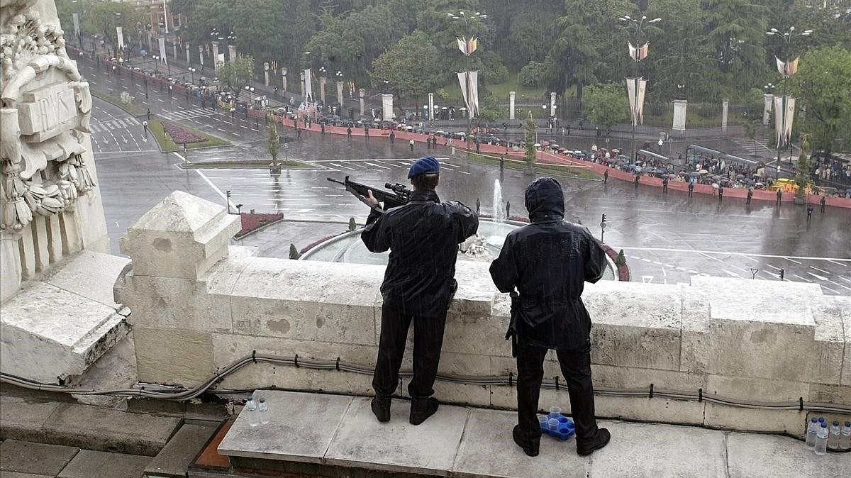 Dos tiradores de élite de los Geos en Madrid.