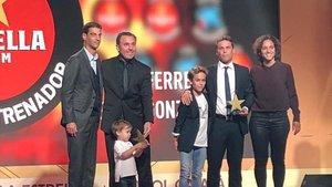 Gerard (seleccionador catalán), Sergio González, Rubi y Natalia Arroyo (seleccionadora femenina), en la Gala de les Estrelles en la Antiga Fabrica Damm.