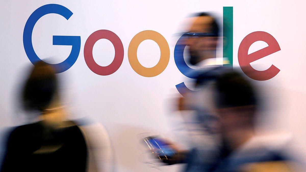 El logotipo de Google, en una feria tecnológica en París.