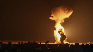 Humo y llamas en Gaza tras los bombardeos israelís.