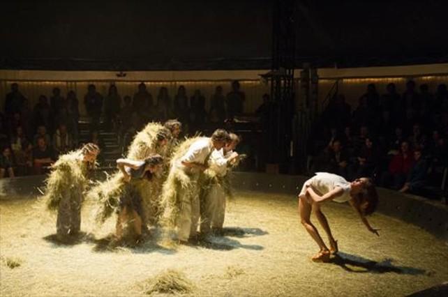 Una escena deBèsties, espectáculo de Baró dEvel.