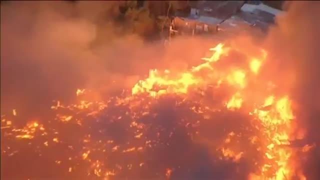 Un incendio arrasa una favela en Sao Paulo.