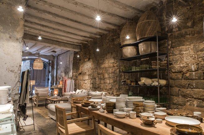 Interior de la tienda de artesanía Clay.