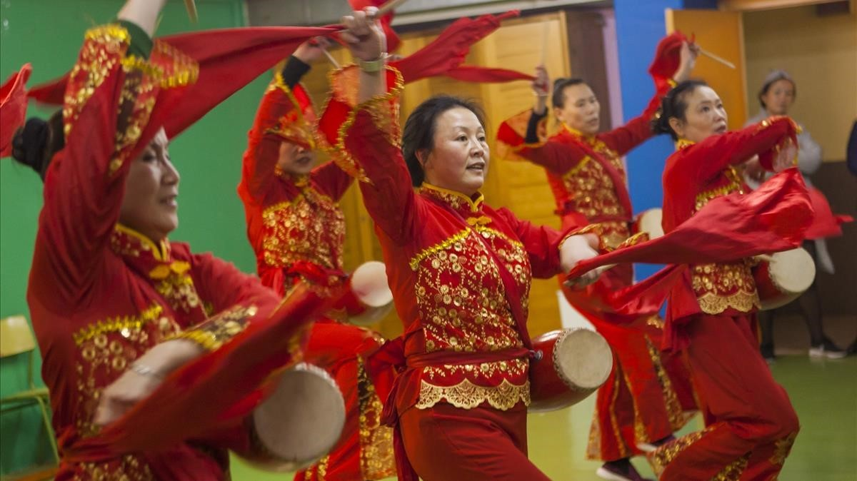 Ensayo de los espectáculos del Año Nuevo chino en Barcelona, en un local de Badalona.
