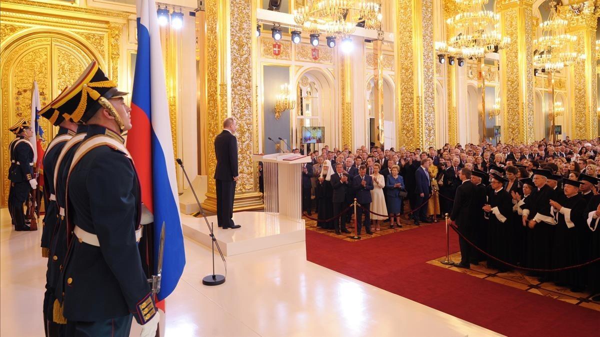 El presidente ruso Vladimir Putin en el estrado durante su investidura.
