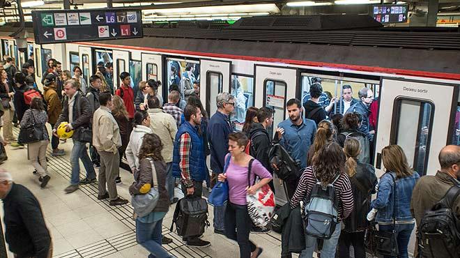 Jornada tranquila en el metro de Barcelona durante la convocatoria de huelga.