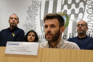 El regidor de Guanyem Badalona en Comú itercer tinent dalcalde, José Téllez, aquest dimartsdurantuna roda de premsa on va ser recolzat pels seus companys de govern.