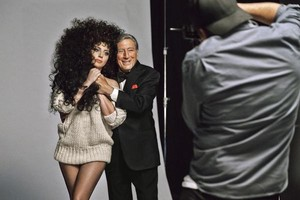 Lady Gaga i Tony Bennet, en el making of de la campanya per a la marca low cost H&M.