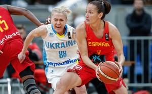 Laia Palau, en una acción del partido de la selección en Ucrania