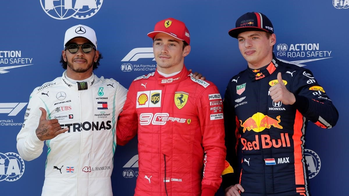 Leclerc, entre Hamilton y Verstappen tras lograr la 'pole' en Austria.