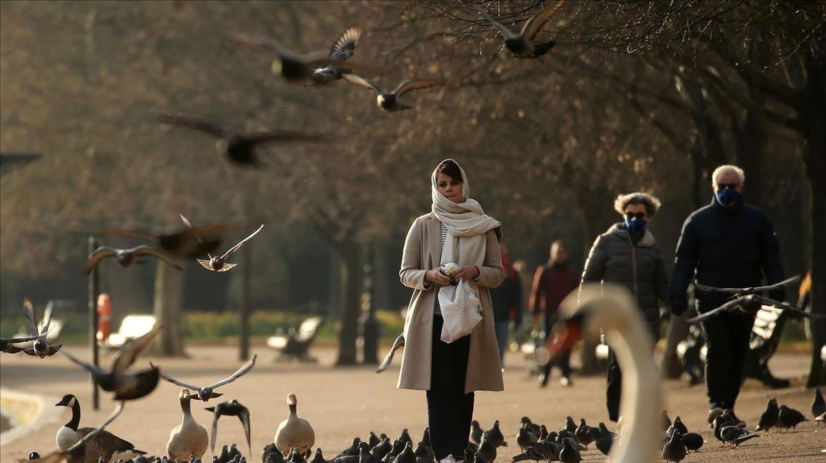 Gente haciendo ejercicio ayer en Hyde Park, en Londres.