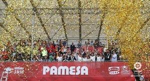Los alevines del Real Madrid celebran la conquista del título.