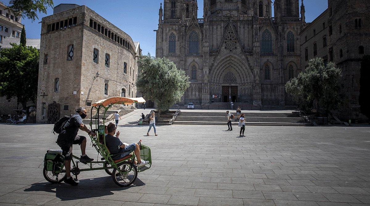 Los alrededores de la catedral de Barcelona, casi sin turistas, el 27 de julio.