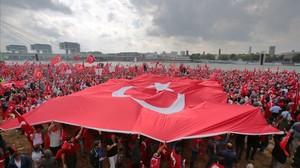 Manifestación pro-Erdogan en la ciudad alemana de Colonia.