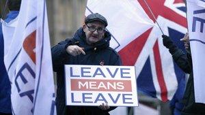 Un manifestantepartidario del brexit, ante el Parlamento británico, en Londres.