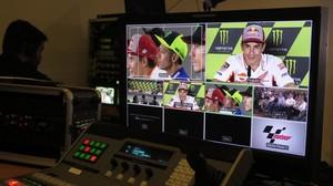 Marc Márquez, en la pantalla del realizador de TV, en la conferencia de prensa de hoy en Brno.