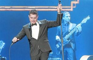 Michael Bublé, durante el concierto de anoche en el Palau Sant Jordi.