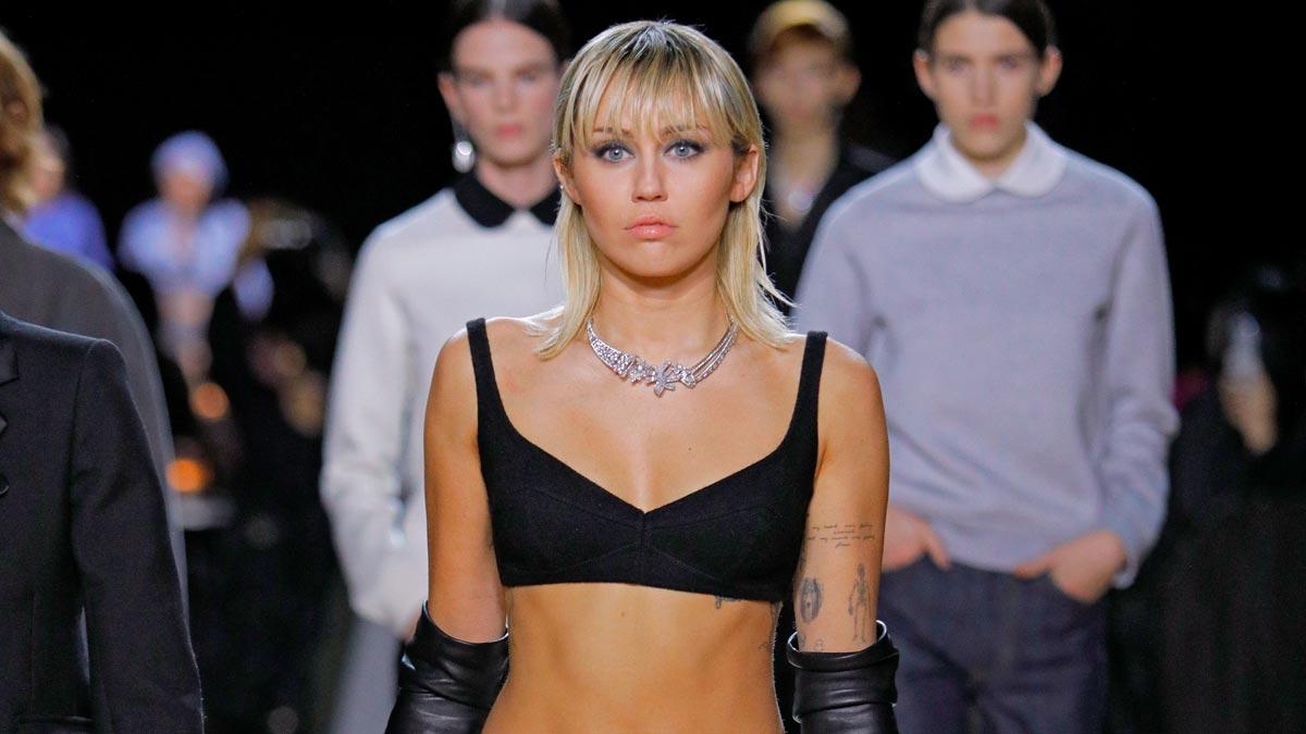 Miley Cyrus desfila para Mark Jacobs en la Semana de la Moda de Nueva York.