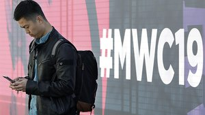 Un visitante del Mobile World Congress 2019, en Barcelona.