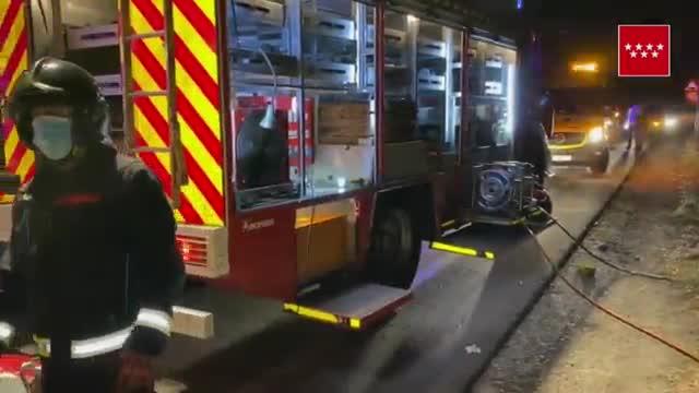 Tres personas han fallecido esta madrugada al chocar el vehículo en el que viajaban con otro cuyos ocupantes se dieron a la fuga, en la antigua carretera de Extremadura, término municipal de Móstoles.