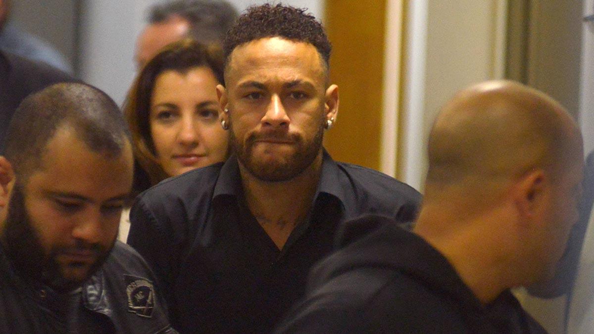 Neymar declara a la Policía en caso por violación y agradece apoyo de todos.