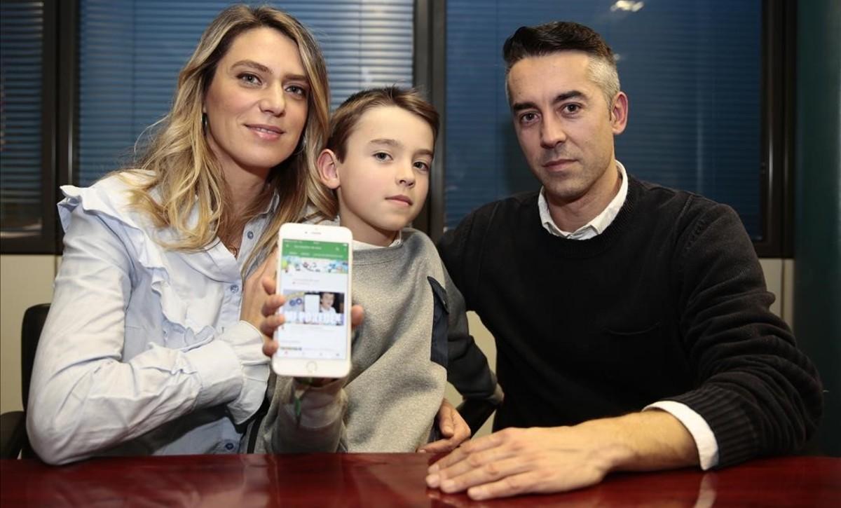Nico con sus padres, Vanessa Basanta y David Segura.