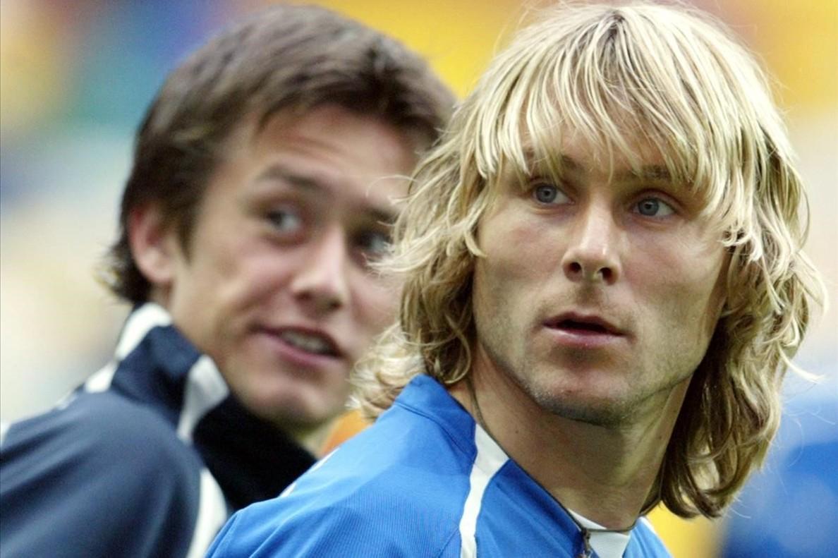 Pavel Nedved y Rosicky detrás, en una imagen de archivo de la Euro 2004
