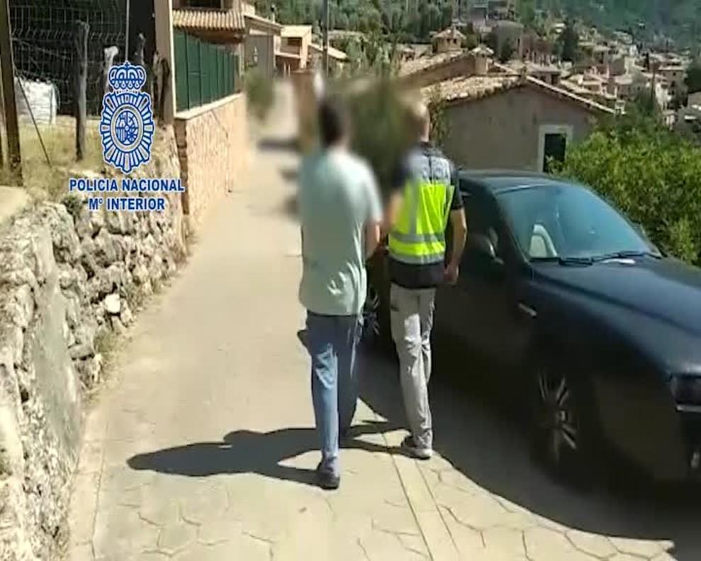 La Policía Nacional detiene a un autodenominado chamán por drogar a sus adeptas y abusar sexualmente de ellas.