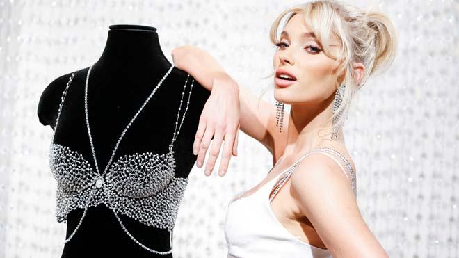 Elsa Hosk junto al Fantasy Bra que lucirá en este Victorias Secret Fashion Show 2018.