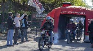 Propietarios de motos Montesa Impala, durante el encuentro celebrado en mayo en Sant Cugat del Vallès.