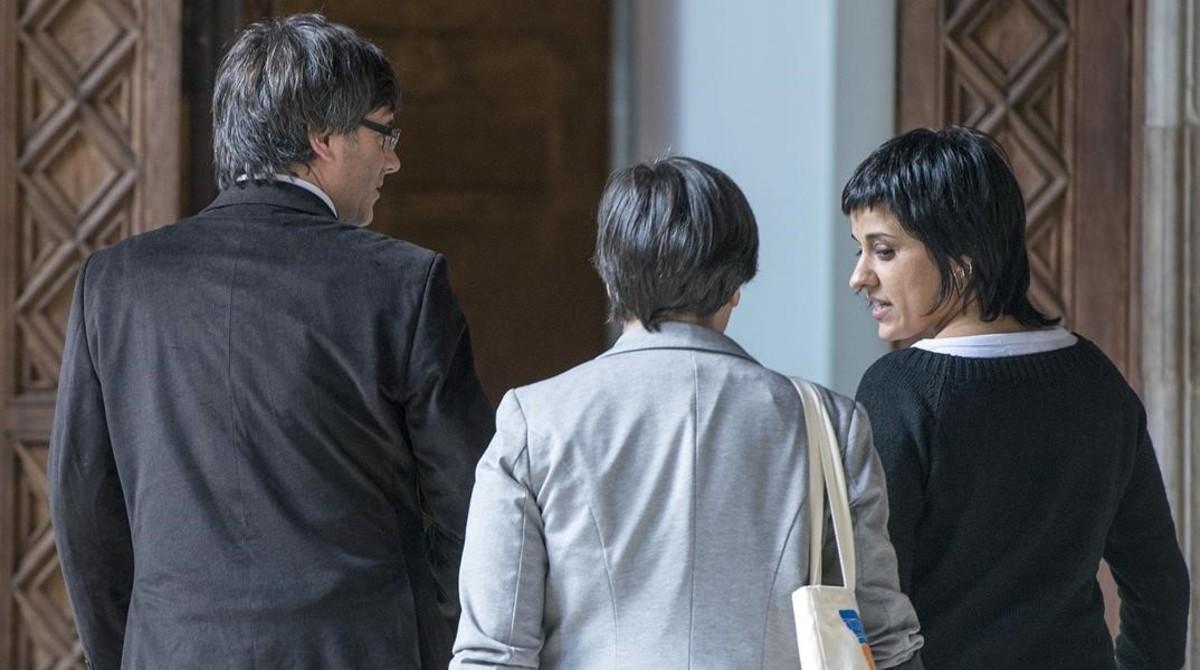 Carles Puigdemont y Anna Gabriel, en la Generalitat.