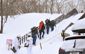 Equipos de emergencia en la estación de esquí donde se ha produdico el acciente.