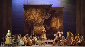 Una escena del primer acto de Lelisir damore, de Donizetti, en una producción del Teatro La Fenice de Venecia.