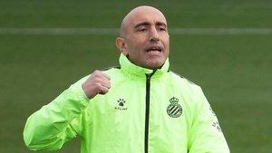 Abelardo dirige un entrenamiento del Espanyol.
