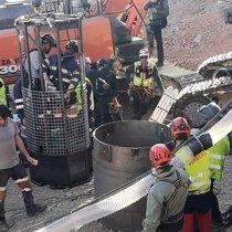 Minero de la empresa publica estatalHunosa desplazados desde Asturias acaban de acceder al pozo vertical para comenzar la excavacion de la galeria horizontal que conectara con el pozo en el que se busca a Julen