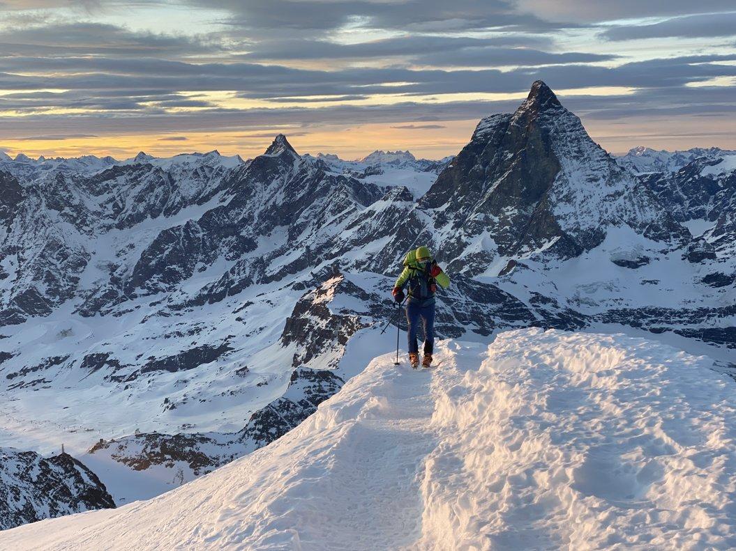 Sergi Mingote llegando a la cumbre del Breithorn (en los Alpes), durante su entrenamiento en enero